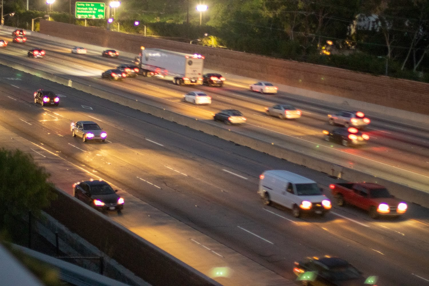 Los Angeles, CA – 5 Hurt in Friday Crash on 210 Freeway